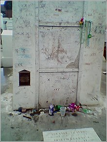 the mausoleum where marie laveau is said to be interred